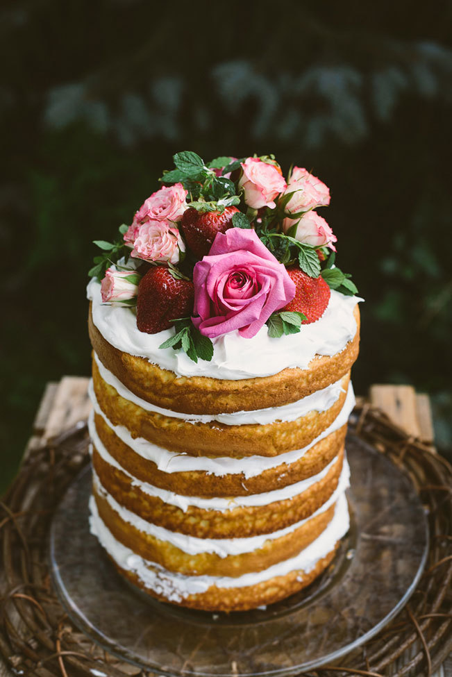 Beautify Your Wedding Cake With Fresh Flowers Alices Table