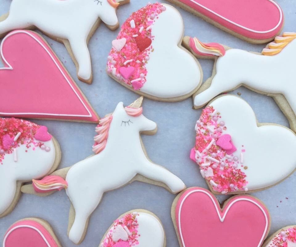 valentines day cookies centerpieces with the painted pastry