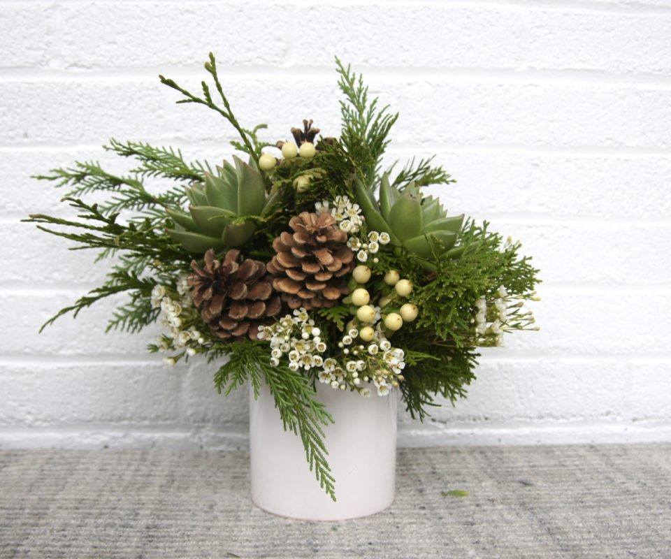Evergreen Arrangements & Holiday Cheer At Salon Diva